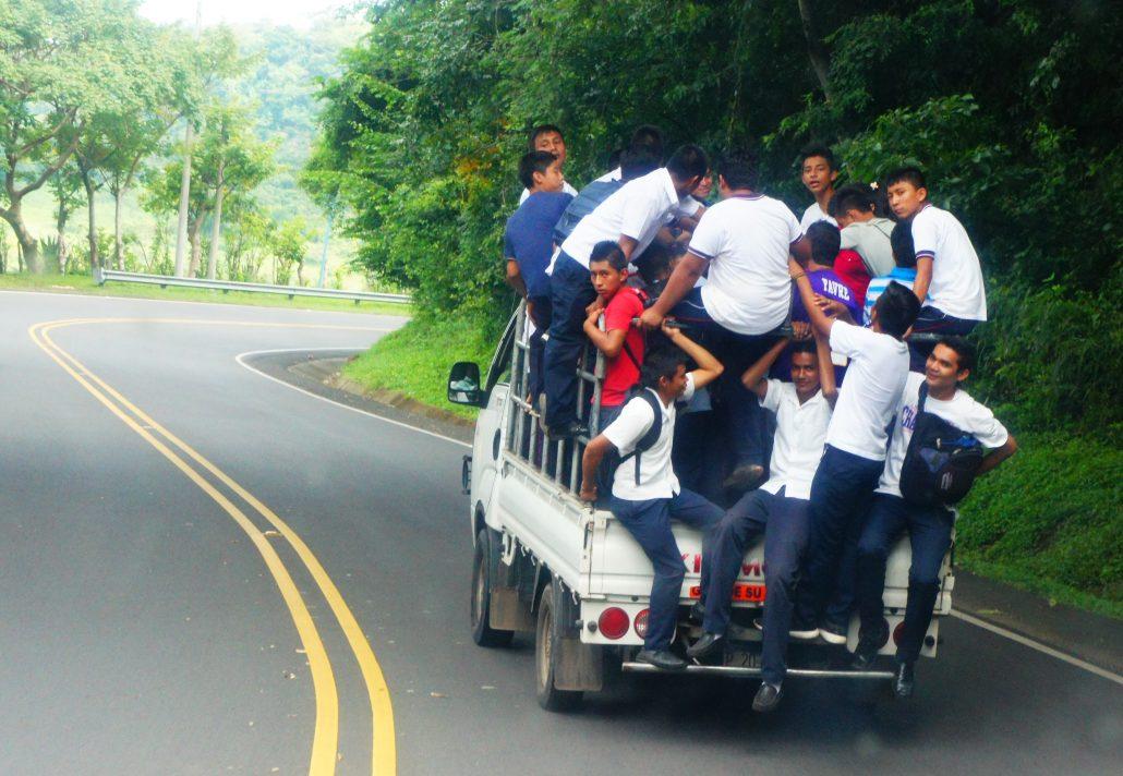 Schulbus nach Morazán